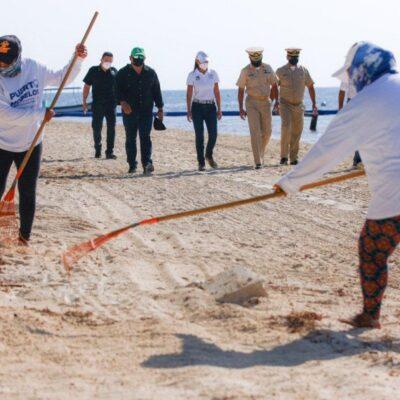 Supervisan los trabajos de recolección de sargazo y limpieza de playas en Puerto Morelos