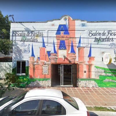 """""""REPÓRTENSE HIJOS DE SU P…"""": Disparan contra fachada de salón de fiestas infantiles y dejan mensaje amenazante en la colonia Ejidal de Playa del Carmen"""