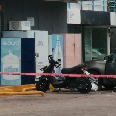 DOMINGO VIOLENTO EN PLAYA: Ejecutan a un hombre afuera de un Oxxo en la colonia Zazil Ha