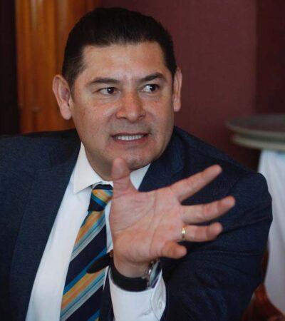 Senador morenista propone subir hasta 20% impuesto a alimentos no básicos