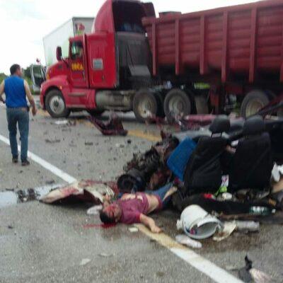 DOS MUERTOS EN PERCANCE: Fatal accidente en carretera Tizimín-Mérida