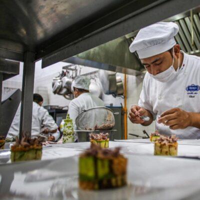 Regresan más de 600 cozumeleños a sus centros laborales con la reapertura de hoteles en la isla
