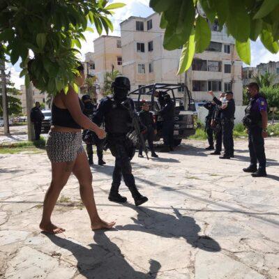 OPERATIVO EN 'CORALES' DE CANCÚN: Detienen a sujeto con presunta droga, otro se da a la fuga