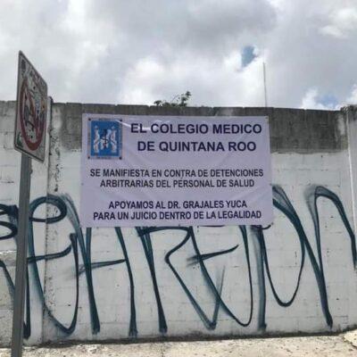 SE SUMAN A RECLAMO NACIONAL: Con pancartas, protesta personal médico en Cancún por el arresto del Dr. Grajales Yuca, en Chiapas, por la muerte de un influyente político infectado de COVID-19