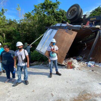 Vuelca tráiler en la carretera Felipe Carrillo Puerto-Mérida