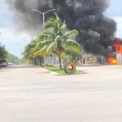 Incendio en depósito de chatarra en Playa del Carmen