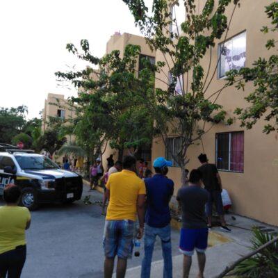 SE ARROJA DE UN SEGUNDO PISO PARA NO SER GOLPEADA POR SU PAREJA: Riña familiar en Cancún termina con una mujer herida y un hombre detenido