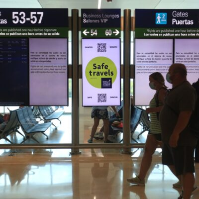 """Por la tormenta tropical """"Marco"""" se cancelaron vuelos de Cancún a EU"""