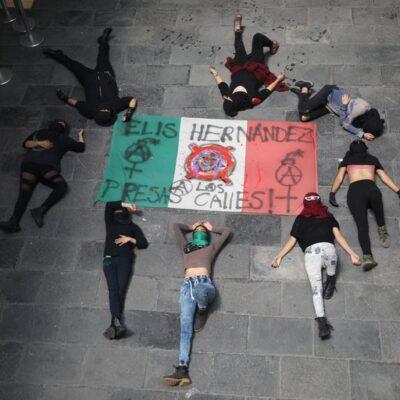 Se atendieron demandas de colectivos que tomaron la CNDH según Sánchez Cordero; recibimos 'promesas', dicen ellas