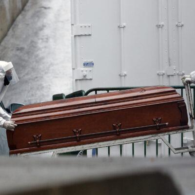 CRECE EL RIESGO: Contagios de COVID-19 disminuyen cada vez más lentamente; muertes llegan a 73 mil 258