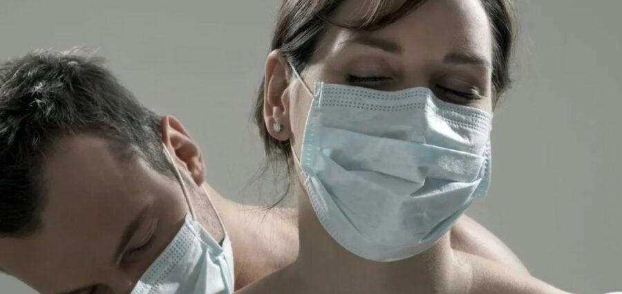 EL SEXO EN LOS TIEMPOS DEL COVID-19: Sin besos y con cubrebocas para evitar  contagios – Noticaribe