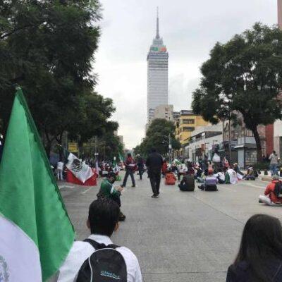 Integrantes de FRENAAA amagan con instalar plantón en el Zócalo… pero lo hallan cerrado