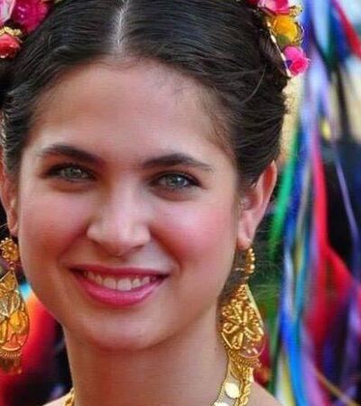 Critican a revista por usar a modelo de ojos verdes para representar belleza de la mujer chiapaneca