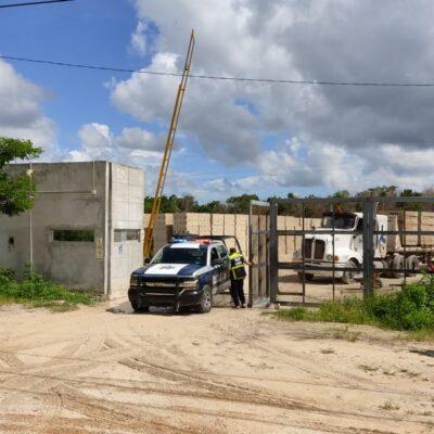Muere trabajador al caer dentro de tolva en una bloquera en Cancún