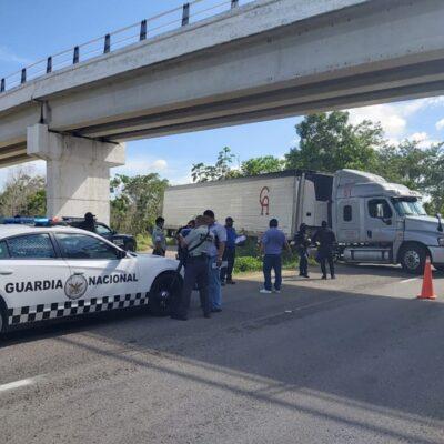 Intentan robar un tráiler cargado de carne en la carretera Cancún-Mérida; no hay detenidos