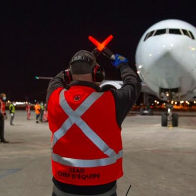 Aerolínea canadiense lanza plan de cobertura médica a viajeros que visiten México
