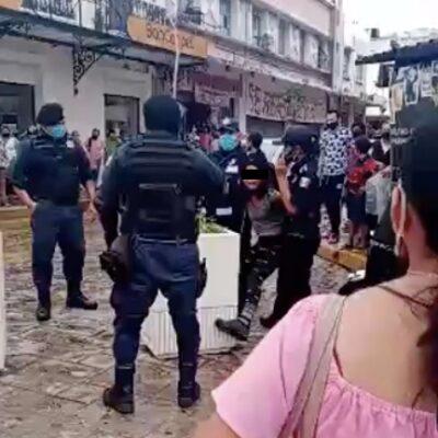 Retención de adolescente que caminaba sin cubrebocas por policías de Mérida desata crítica ciudadana