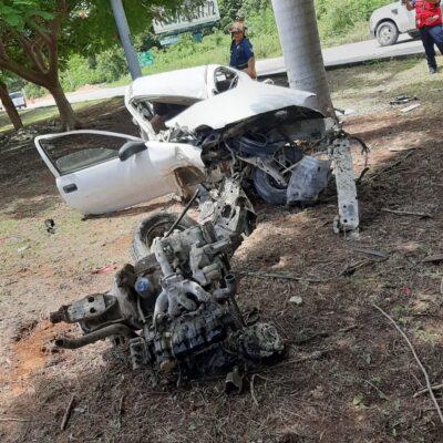 AUTO 'VOMITÓ' HASTA EL MOTOR  FRENTE A MAYAKOBA: Conductor salva vida de milagro ante aparatoso accidente al norte de Playa del Carmen