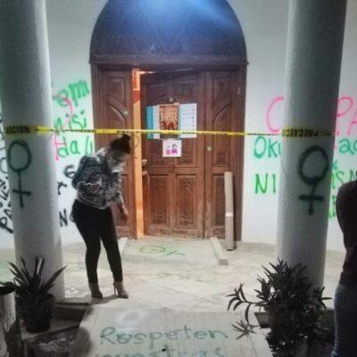 """""""LAS PAREDES SE REPARAN, LOS FEMINICIDIOS NO"""": Exhorta ombudsman de QR no indignarse por pintas de paredes y toma de oficinas de Cdheqroo en Cancún, Tulum y Chetumal"""