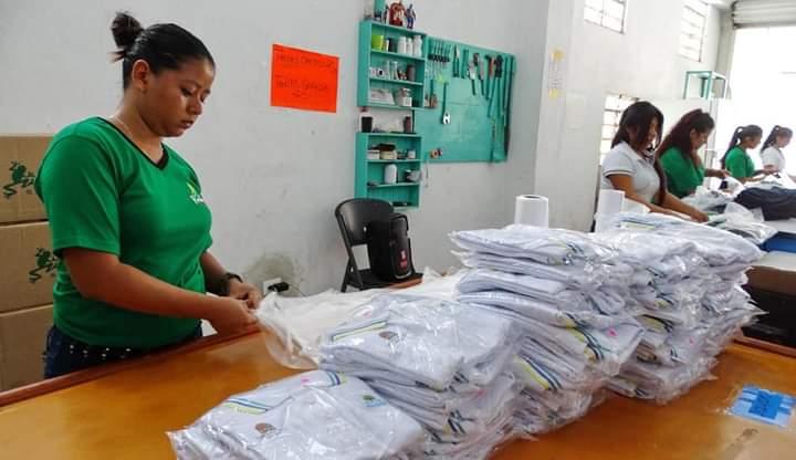 SIN CLASES NO SE VENDEN UNIFORMES: Sector textil del sur de Quintana Roo espera con ansia reanudación de clases presenciales