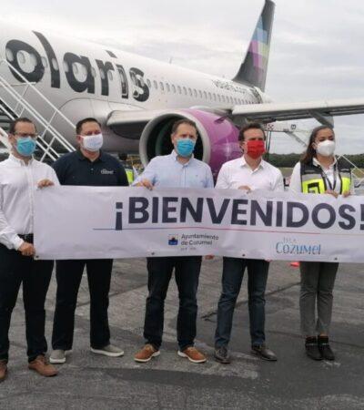 Dan la bienvenida a Cozumel a los pasajeros del primer vuelo reactivado desde Ciudad de México